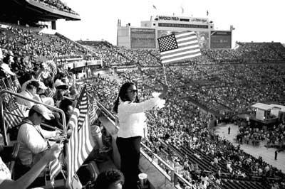 75000多人涌入丹佛体育馆,见证奥巴马正式获提名