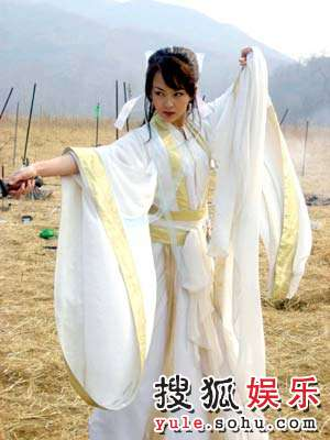 唐嫣在《诛仙》中饰演圣洁的陆雪琪