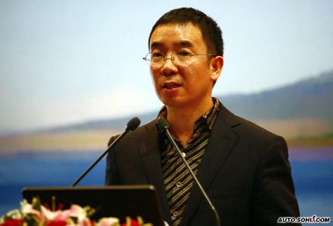 """中央电视台广告部副主任何海明博士进行""""2009是品牌的新起点""""的演讲"""