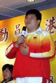 图文:金牌选手与香港志愿者座谈 佟文一展歌喉