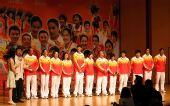 图文:金牌选手与香港市民联欢 众冠军亮相