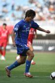 图文:[中超]陕西VS河南 李毅比赛中带球突破