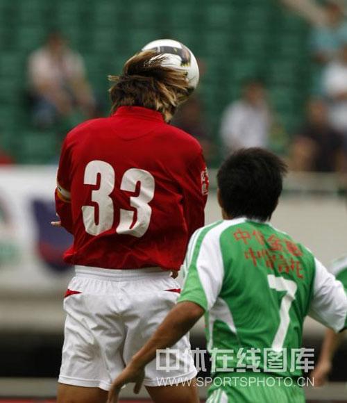 """图文:[中超]成都1-1北京 汪嵩""""面球思过"""""""