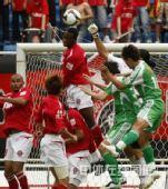图文:[中超]成都1-1北京 迪玛尔头球解围
