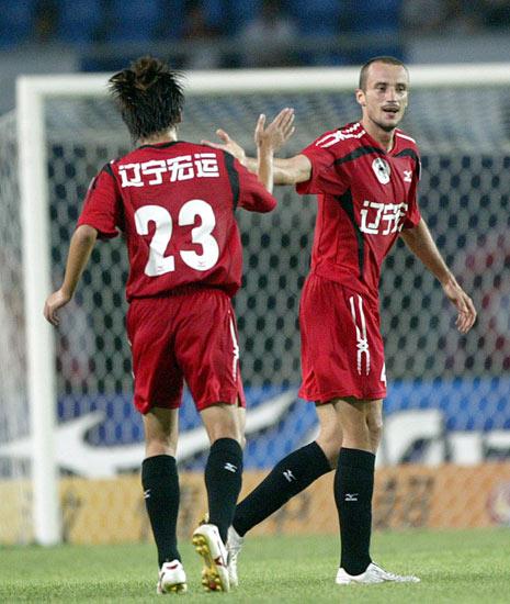 图文:[中超]辽宁宏运VS长沙 罗曼庆祝进球