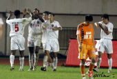 图文:[中超]青岛2-2长春 达扎吉庆祝进球