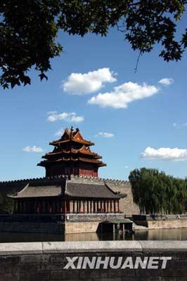 8月31日,北京秋高气爽,故宫角楼风景如画。 新华社记者张燕辉摄
