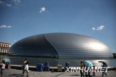 8月31日,北京秋高气爽,国家大剧院风景如画。 新华社记者张燕辉摄