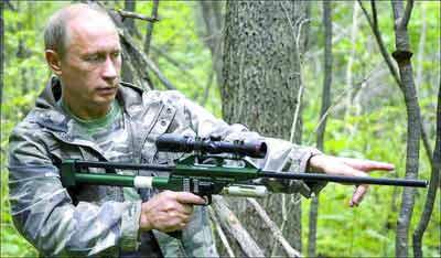 普京摆出射击姿势