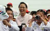 图文:汶川地震灾区儿童上海喜迎残奥会火炬