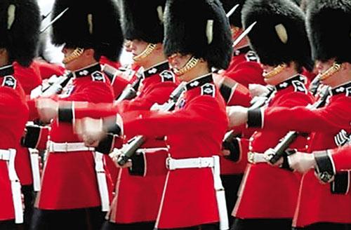 黑熊皮帽是英军标志之一