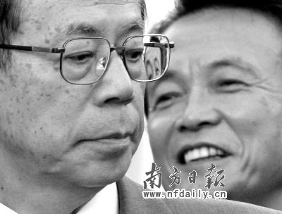 福田康夫辞职,麻生太郎(右)被认为是接替他的最有力人选。本照片由新华社发