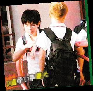 李宁儿子(左)
