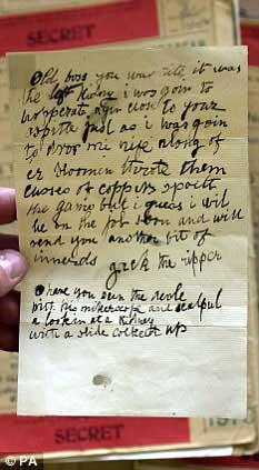 """""""开膛手杰克""""当年写给警方的挑衅信,信中透露了他作案的线索。"""