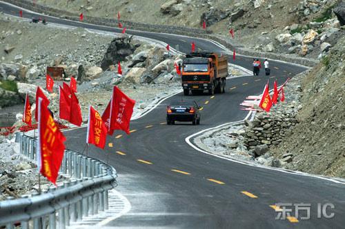 地震的-,5-12汶川大地震受到严重破坏的都汶路,经过3个月的抢修,正式