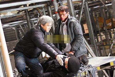 导演陈木胜指导古天乐演动作戏。