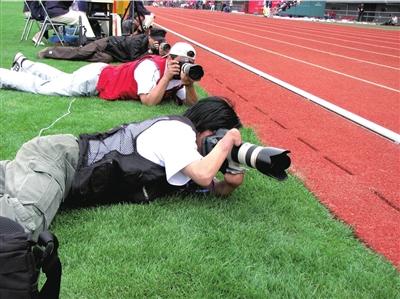 上海麦迪摄影_组图:无手摄影师郑龙华的北京残奥梦想-搜狐体育