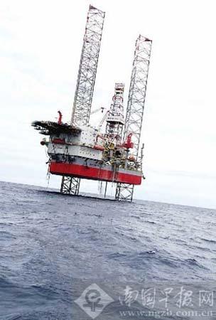 涠洲岛附近被油污污染的海面。 记者 许海鸥摄