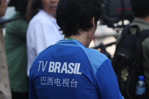 残奥会火炬接力颐和园传递,外国媒体记者前来报道