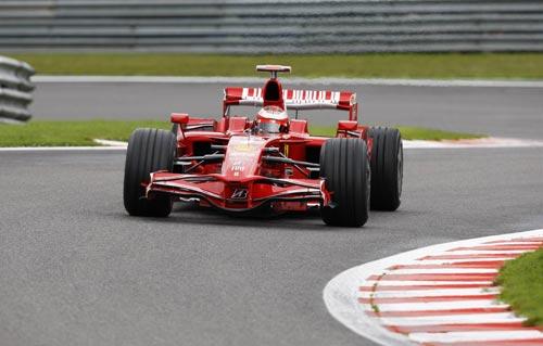 图文:F1比利时站第三次练习 莱科宁在比赛中
