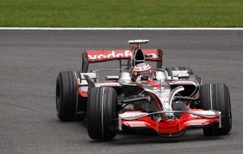 图文:F1比利时站第三次练习 科瓦莱宁小心驾驶