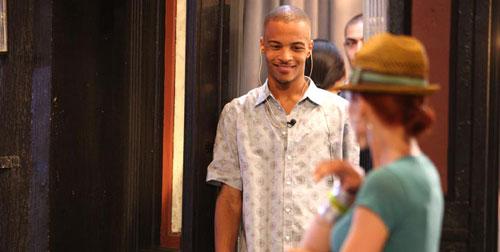 图:2008年MTV颁奖礼彩排 T.I.笑看漂亮女士