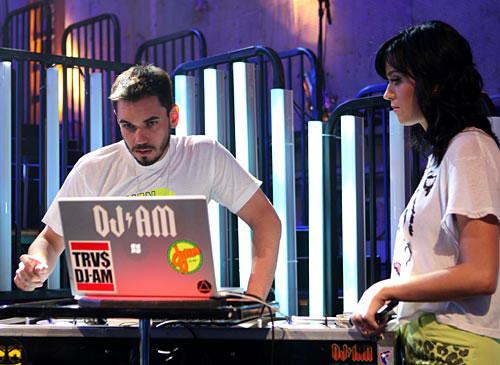 图:2008年MTV颁奖礼彩排 DJ AM准备开始彩排