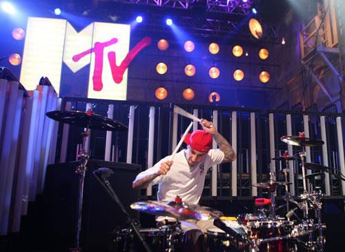 图:2008年MTV颁奖礼彩排 Travis显摇滚风范