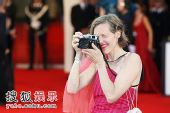 图:评审团主席娇妻过把摄影瘾