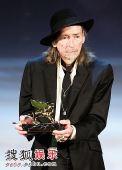 图:沃纳-施罗特凭借《犬之夜》获得特别金狮奖