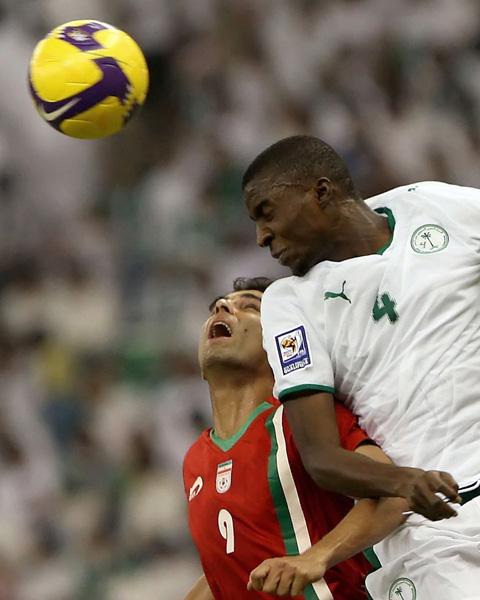 图文:沙特1-1伊朗 沙特队员略胜一筹