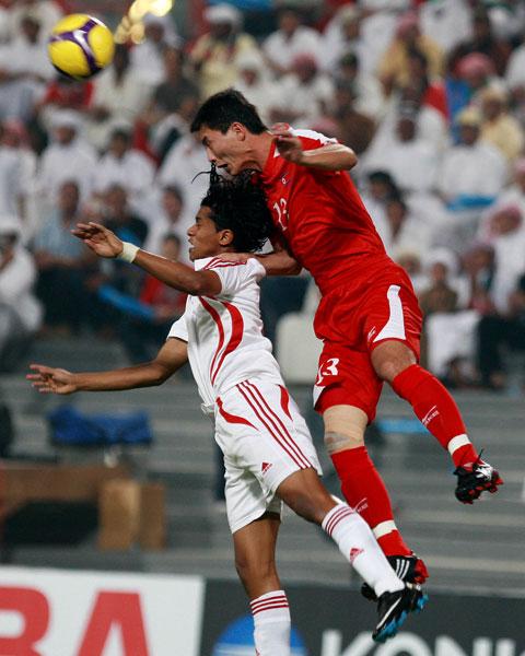 图文:阿联酋1-2朝鲜 个子虽矮跳得高