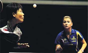 图文:女乒世界杯王越古晋级 王越古比赛中发球