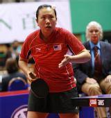 图文:女乒世界杯李佳薇出局 老将高军准备发球