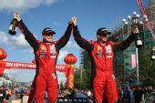 图文:全国汽车拉力赛漠河站 辛吉斯庆祝夺冠