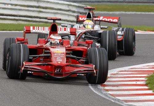 图文:F1比利时站正赛 莱科宁领跑汉密尔顿
