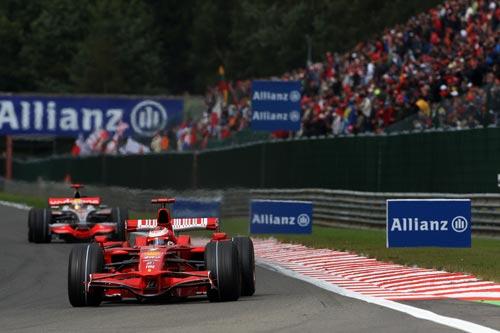 图文:F1比利时站正赛 两位主要竞争对手