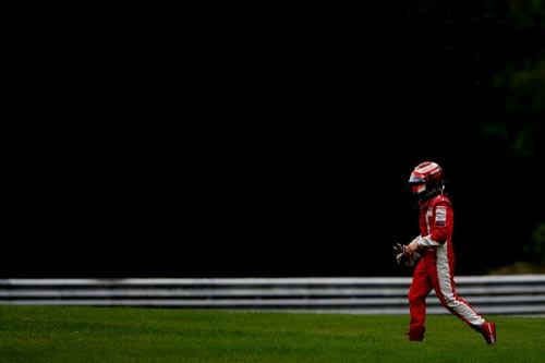 图文:F1比利时站正赛 莱科宁身影略显无奈