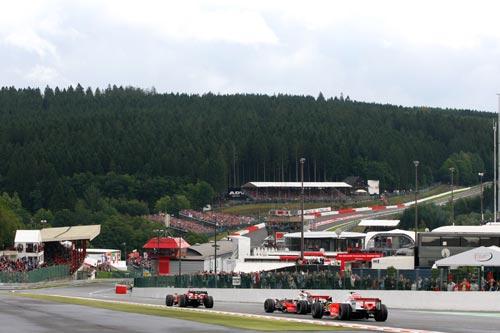 图文:F1比利时站正赛 莱科宁领先优势所剩无几