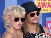 红毯:歌手Kid Rock携美女亮相个性不羁