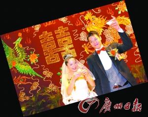 婚宴上,新娘子娇媚可人,新郎官喜不自胜。