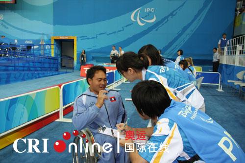 老挝运动员艾·西迈赛后接受采访