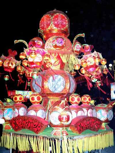 中秋节玩花灯