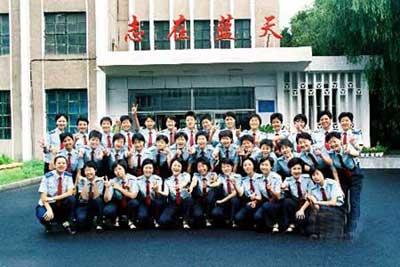 中国第八批女飞行员跨入空军航空大学