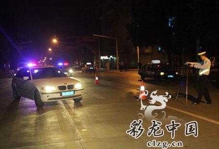 交警队肇事车辆进行了严格的技术检验。记者张玉杰/摄