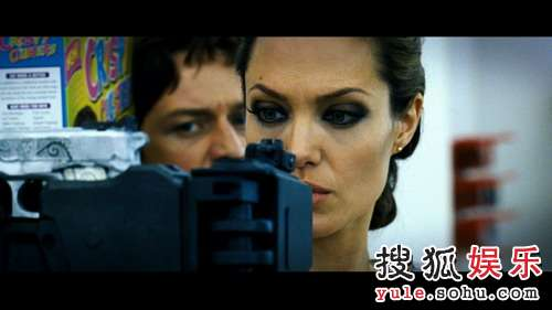 图:朱莉主演大片《通缉令》精美剧照- 11