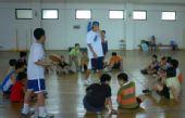图文:2008李秋平篮球俱乐部 篮球游戏寓教于乐