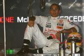 图文:F1意大利站第二次练习 悠闲的汉密尔顿