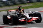 图文:F1意大利站第二次练习 汉密尔顿进行练习