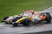 图文:F1意大利大奖赛正赛 弯道间的争夺